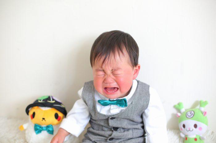 1歳男の子の誕生日記念撮影。泣き顔も愛おしい。