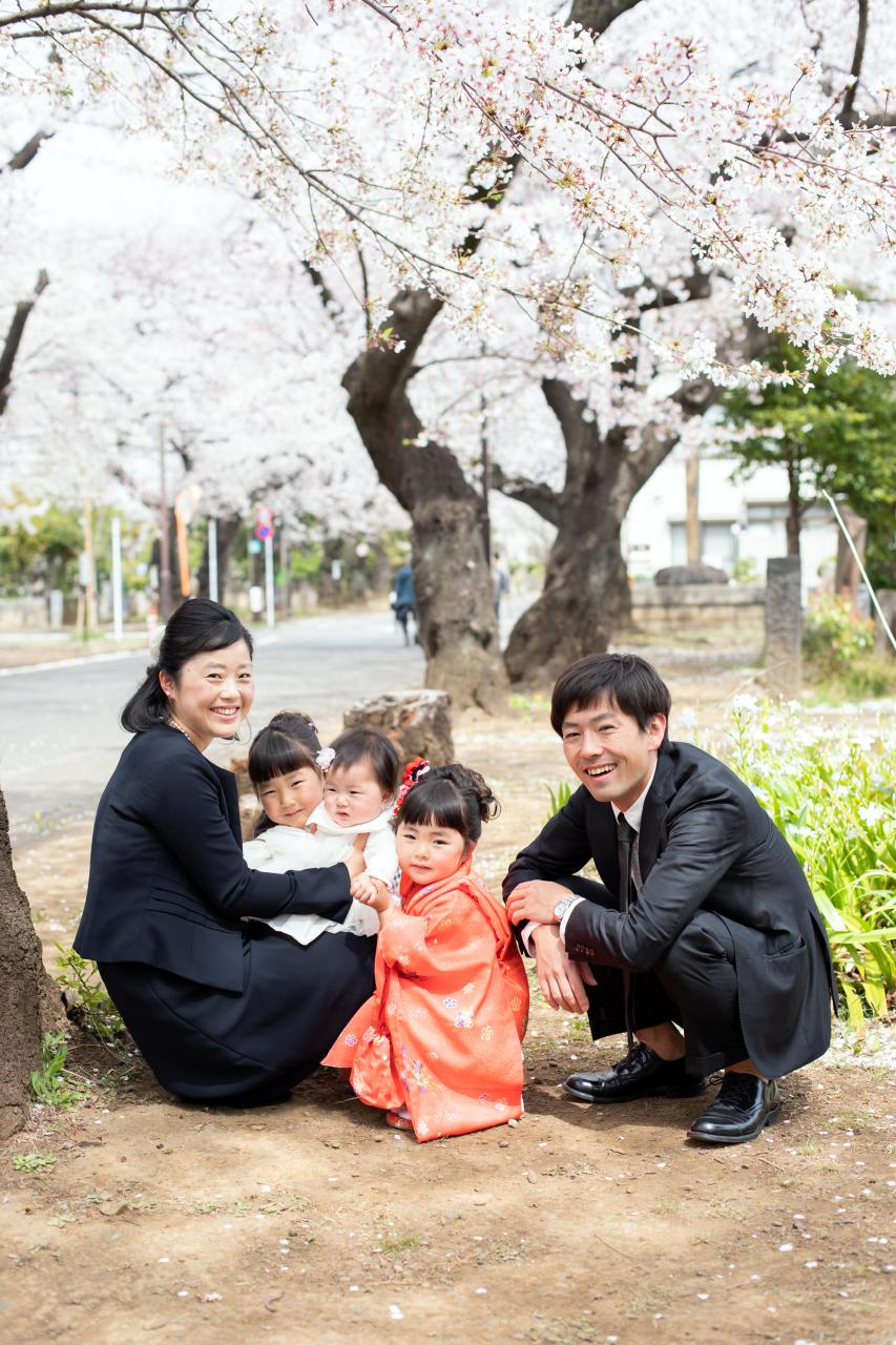 三姉妹の七五三出張撮影で家族集合写真