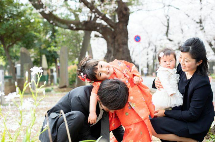 抱っこ~!パパと一緒の3歳女の子七五三出張撮影。