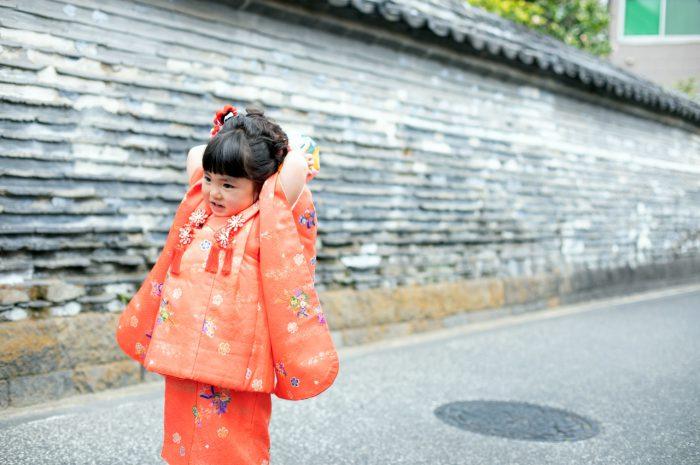赤い着物で3歳七五三出張撮影