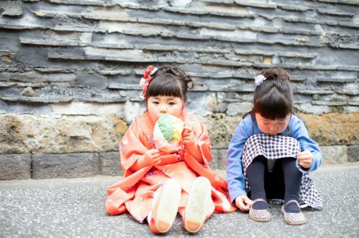 お姉ちゃんと遊んでいる姿も撮影。3歳七五三出張撮影。