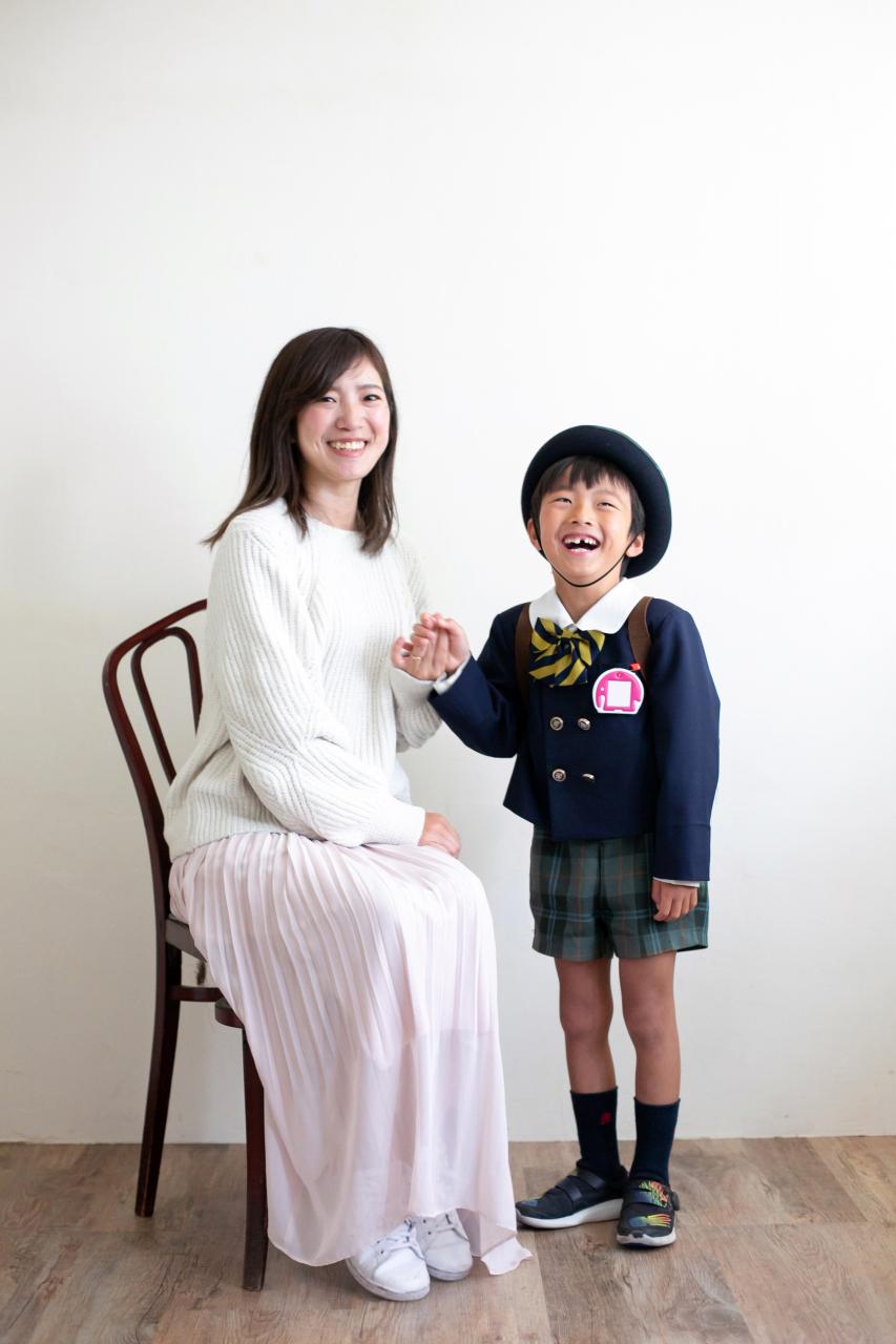 幼稚園の制服で母子2ショット
