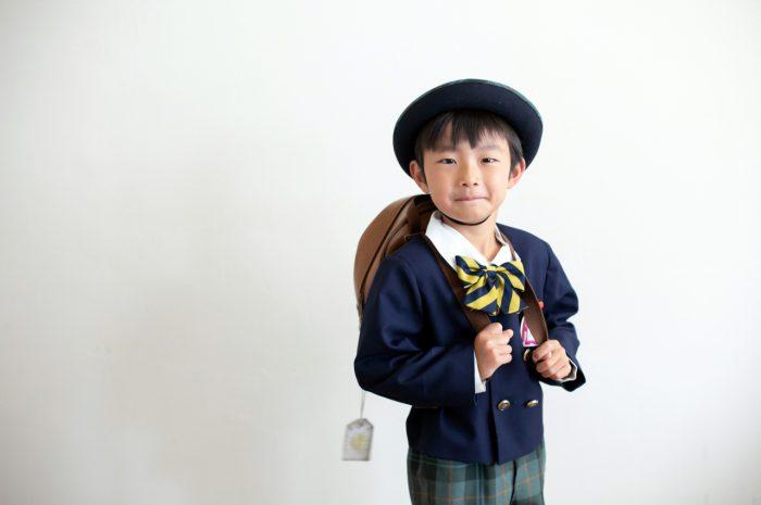 幼稚園の制服でスタジオで卒園写真2