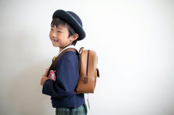 幼稚園の制服でスタジオで卒園写真5