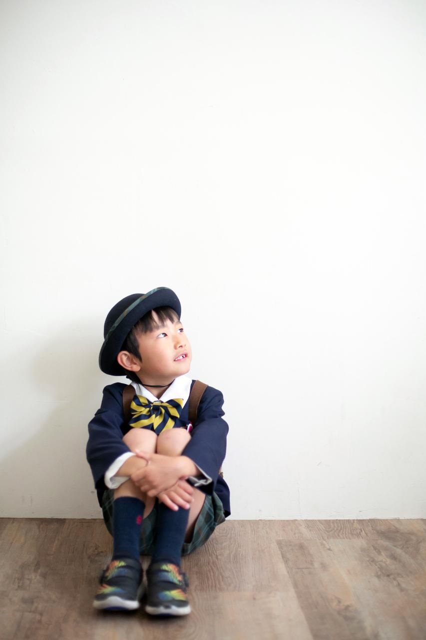 幼稚園の制服でスタジオで卒園写真8