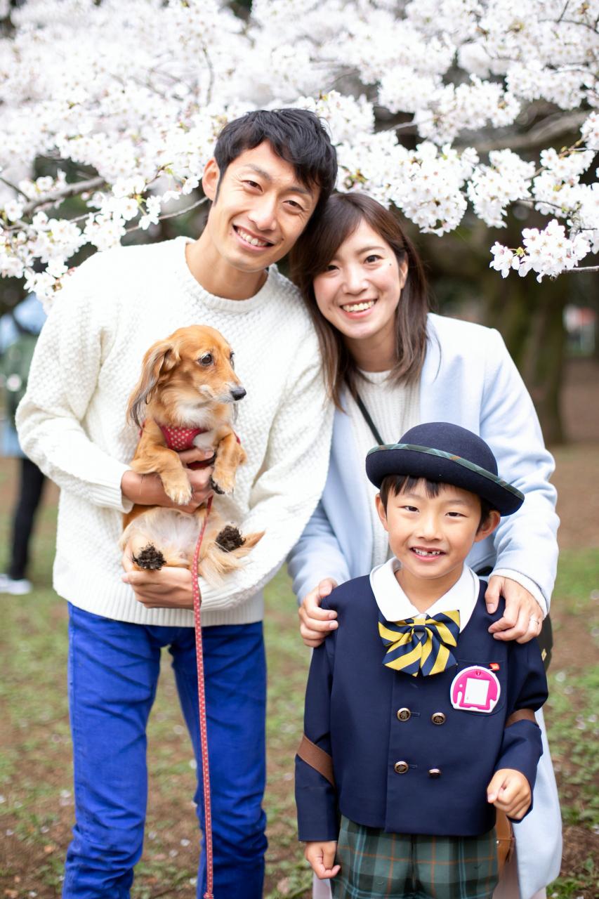代々木公園で愛犬と一緒に家族みんなで卒園写真撮影