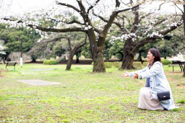 代々木公園で家族一緒に入学記念写真8