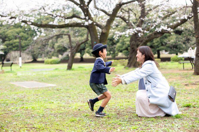 代々木公園で家族一緒に入学記念写真11