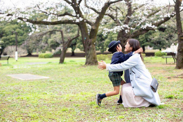 代々木公園で家族一緒に入学記念写真12