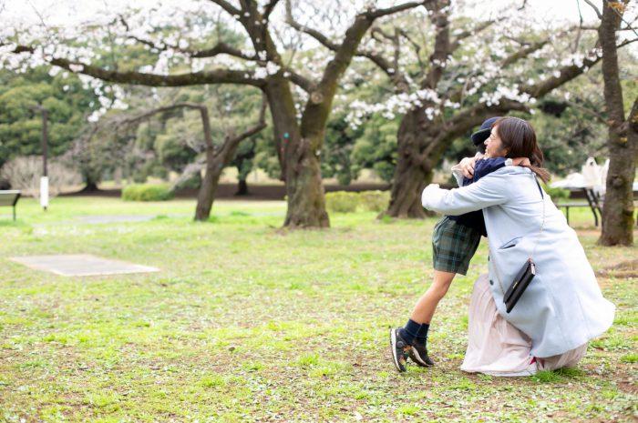 代々木公園で家族一緒に入学記念写真14