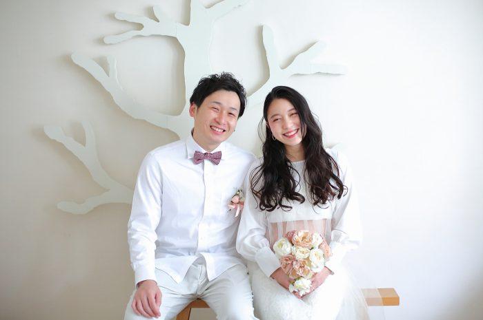 マタニティフォト,かわいいナチュラルなマタニティ衣装は無料お貸出し可能です。蝶ネクタイもお似合い