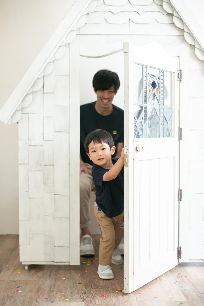 2歳男の子と一緒の家族撮影。親子リンクコーデが素敵