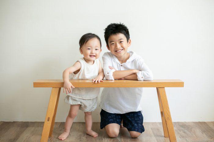 10歳と1歳の兄弟記念撮影,ハーフ成人式記念撮影,優しいお兄ちゃんとかわいい弟