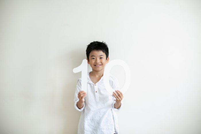 10歳と1歳の兄弟記念撮影,ハーフ成人式記念撮影,ハーフ成人式,10の数字パネルと