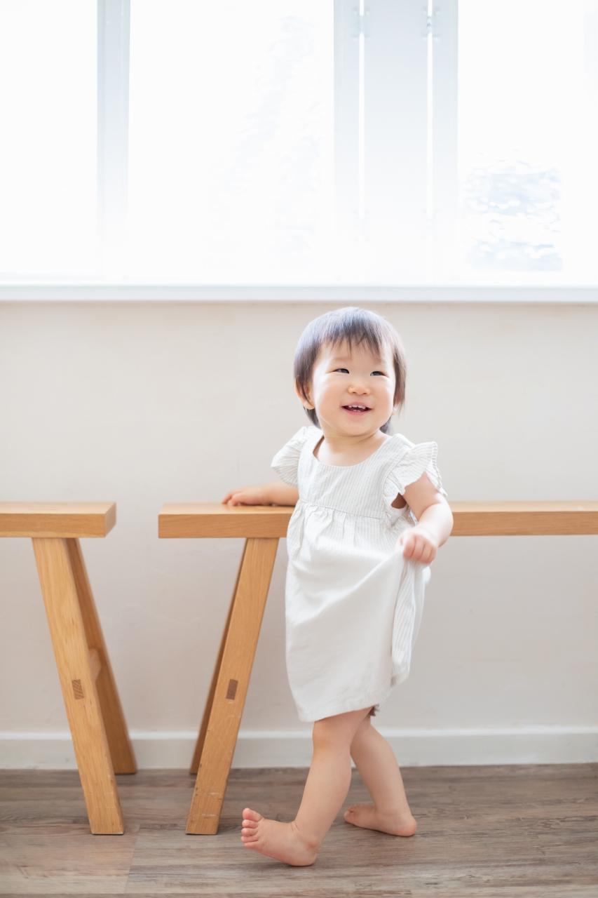 1歳女の子誕生日記念撮影,3人家族,家族写真,1歳誕生日,可愛い笑顔