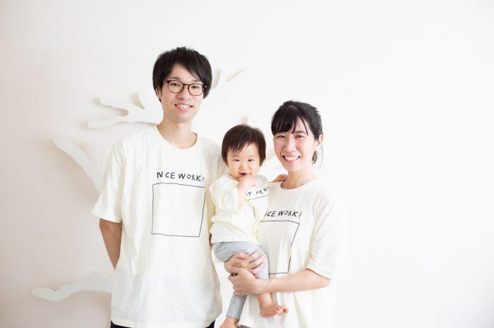 1歳女の子誕生日記念撮影,3人家族,家族写真,お揃いTシャツが素敵
