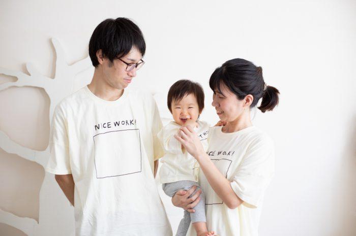 1歳女の子誕生日記念撮影,3人家族,家族写真,お揃いTシャツで
