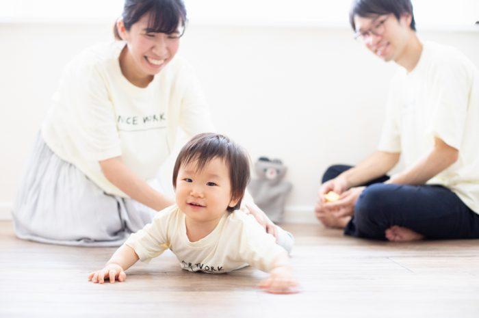 1歳女の子誕生日記念撮影,3人家族,家族写真,お揃いTシャツ