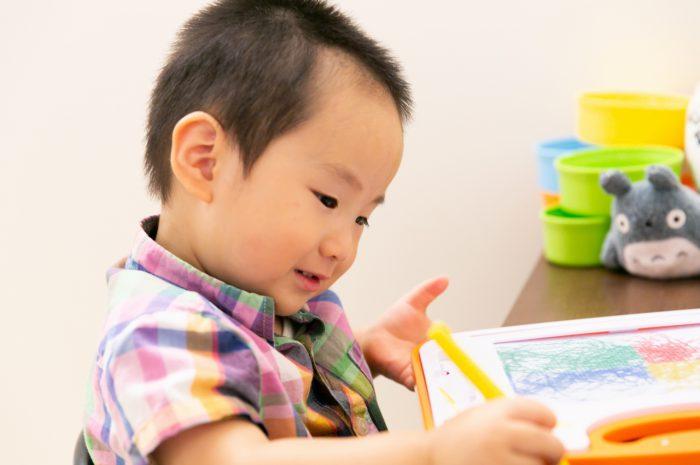 出張撮影,2歳男の子撮影,2歳誕生日記念撮影,自宅でリラックス撮影,お絵描き