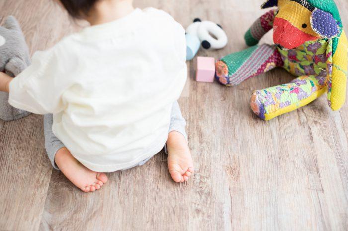 1歳女の子誕生日記念撮影,3人家族,家族写真,1歳誕生日,かわいいあんよ