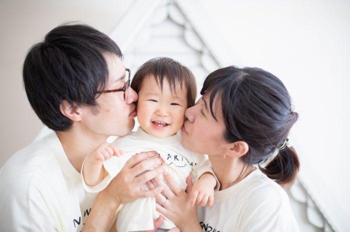 お揃いのTシャツで家族撮影 1歳女の子記念撮影