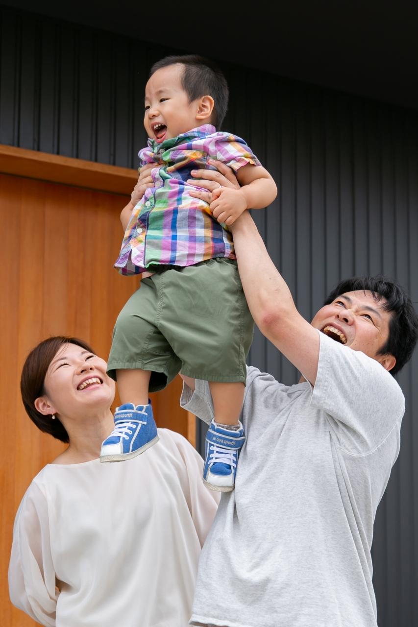 出張撮影,2歳男の子撮影,2歳誕生日記念撮影,家の前で出張撮影