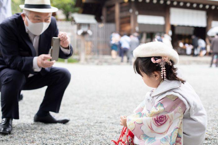 伊勢山皇大神宮で七五三出張撮影,3歳七五三,おじいちゃん撮影