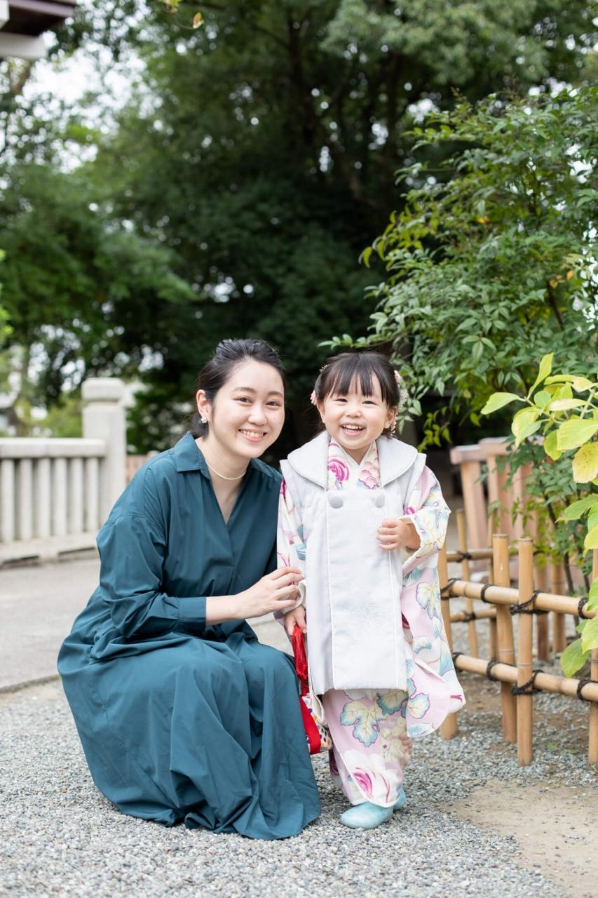 伊勢山皇大神宮で七五三出張撮影,3歳七五三,ママと2ショット