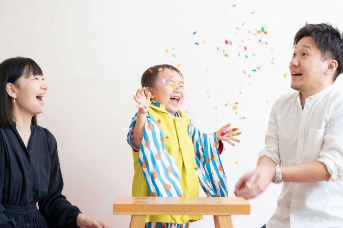 三歳男の子七五三スタジオ撮影,3歳男の子七五三,紙吹雪楽しい
