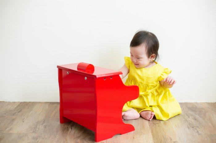 5歳七五三ともうすぐ1歳の兄妹撮影,家族撮影,家族写真,東京スタジオ,赤いピアノ
