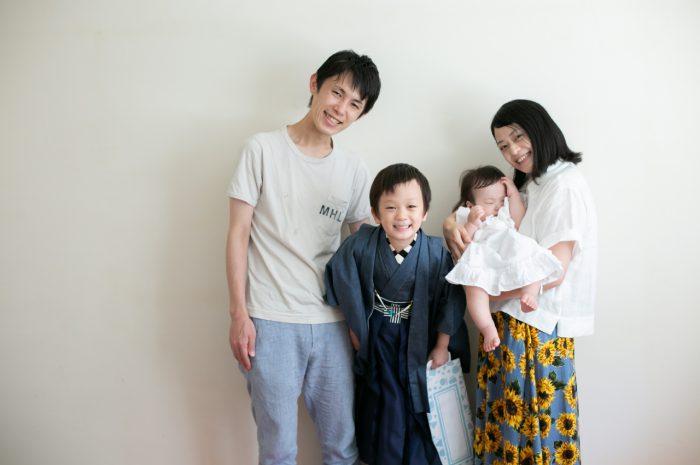 5歳七五三ともうすぐ1歳の兄妹撮影,家族撮影,家族写真,東京スタジオ,デニム七五三着物