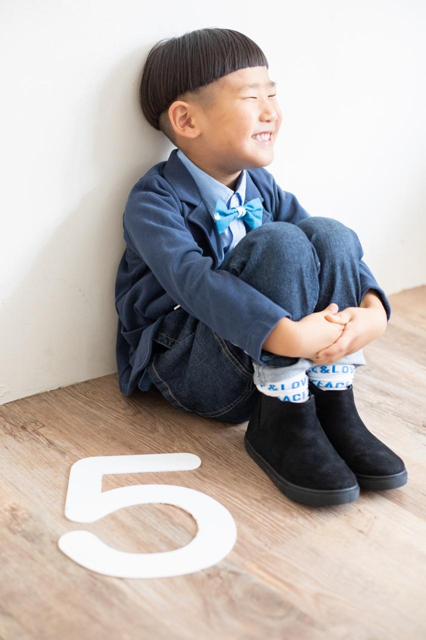 5歳七五三,スタジオ撮影,デニム着物,かっこいい,蝶ネクタイ