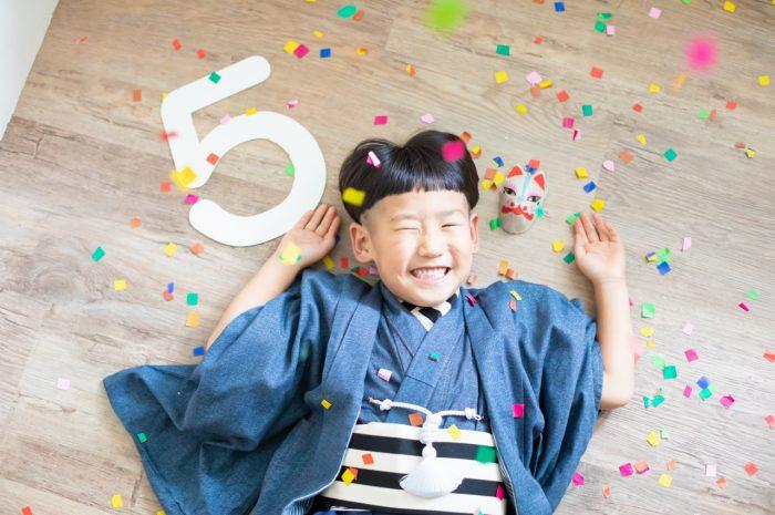 5歳七五三,スタジオ撮影,デニム着物,かっこいい,紙吹雪と