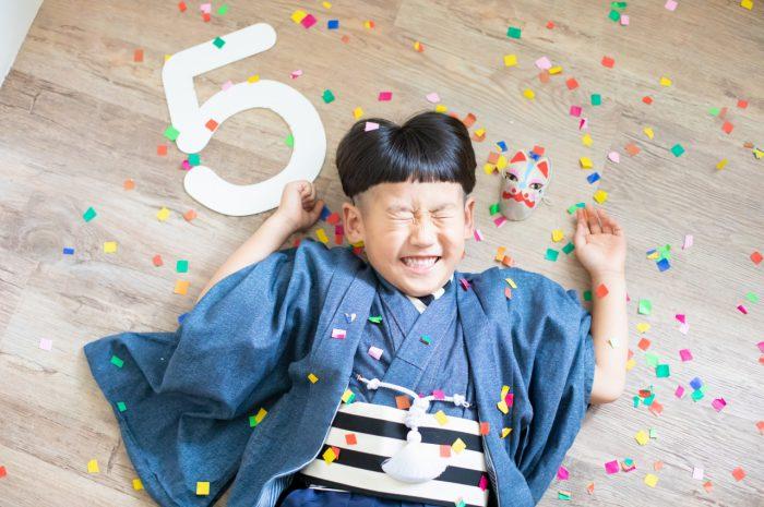 5歳七五三,スタジオ撮影,デニム着物,かっこいい,紙吹雪