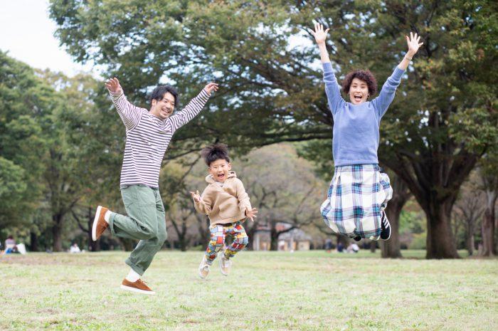5歳男の子,家族撮影,みんなでジャンプ