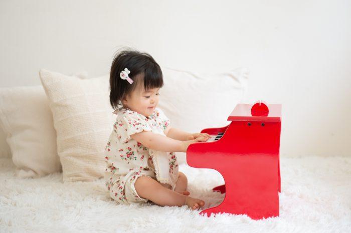 1歳女の子記念写真撮影,ピアノが上手,スタジオ撮影