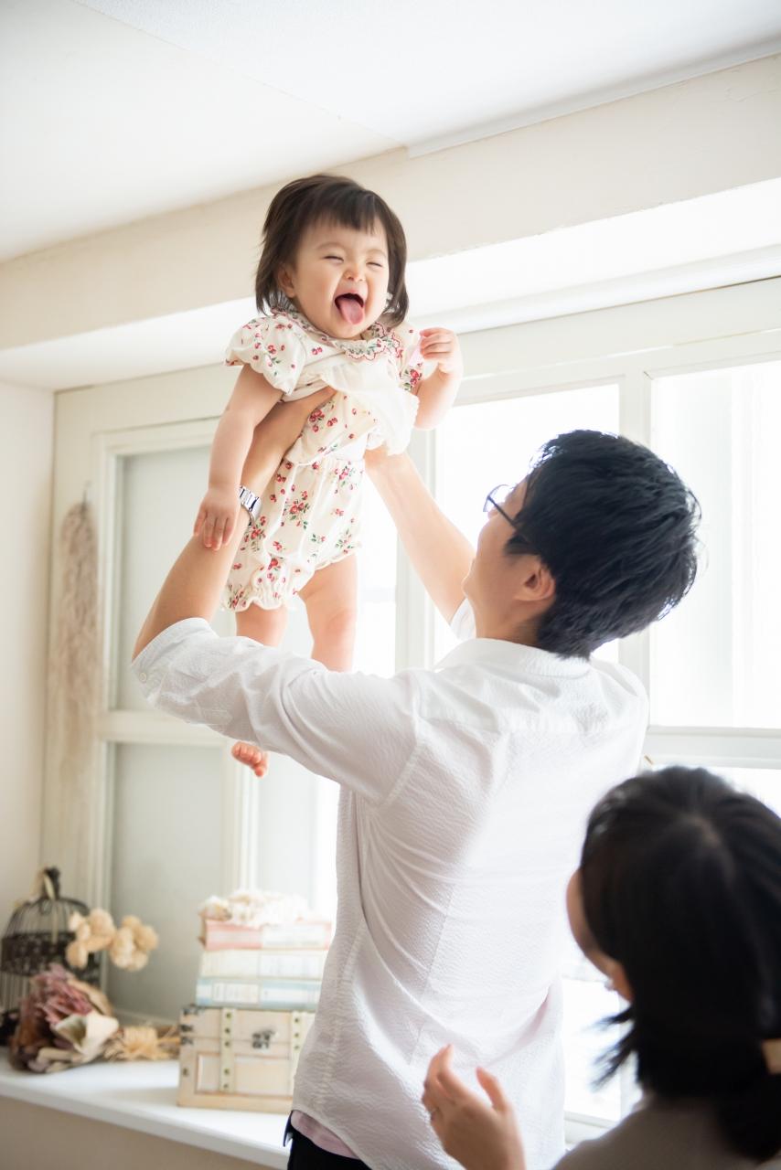 1歳女の子記念写真撮影,パパとたかいたかい
