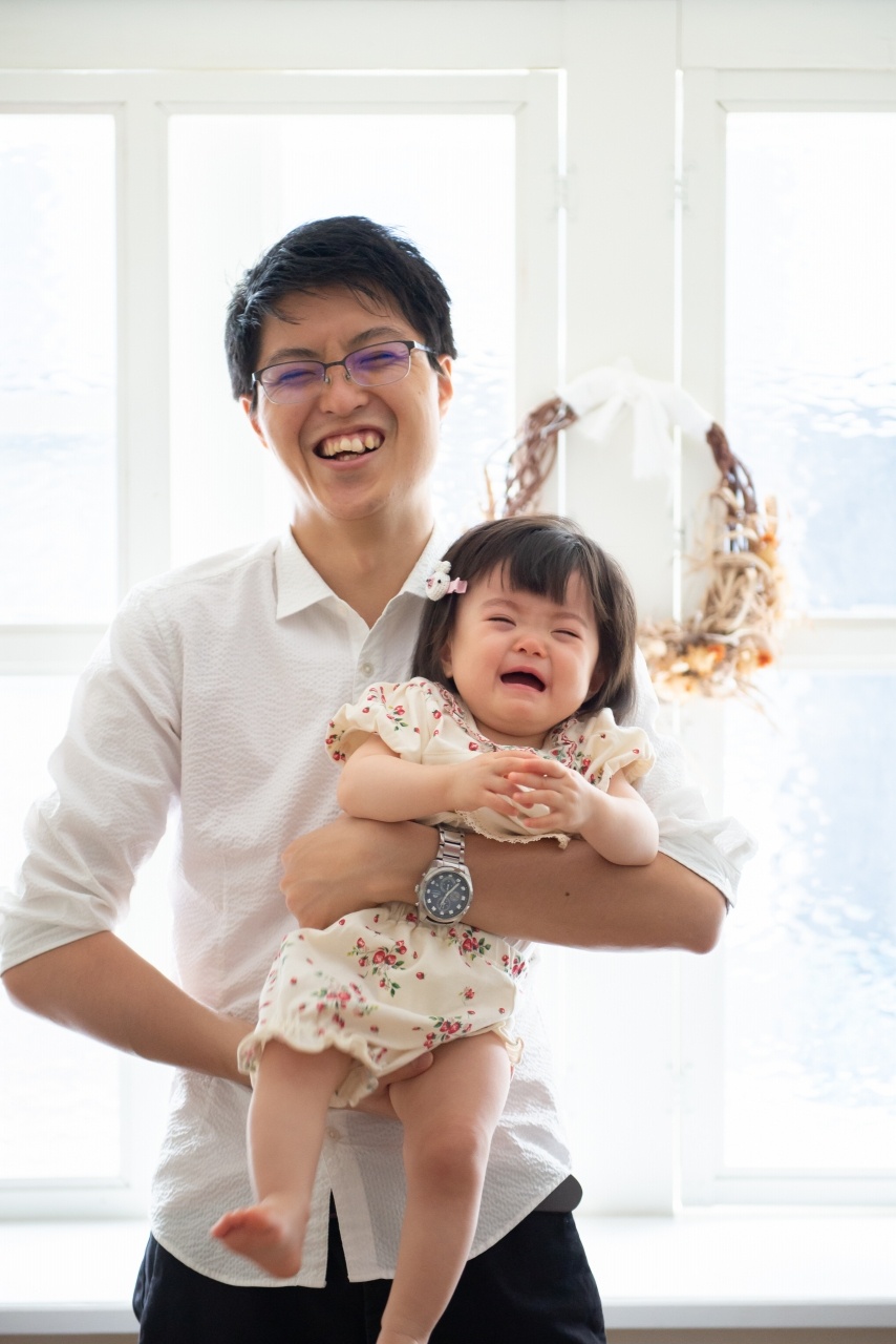1歳女の子記念写真撮影,パパの抱っこ