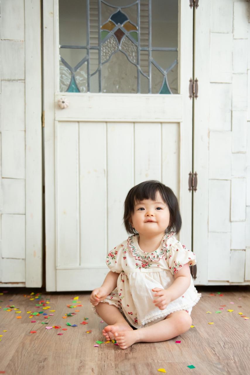 1歳女の子記念写真撮影,上手におすわり