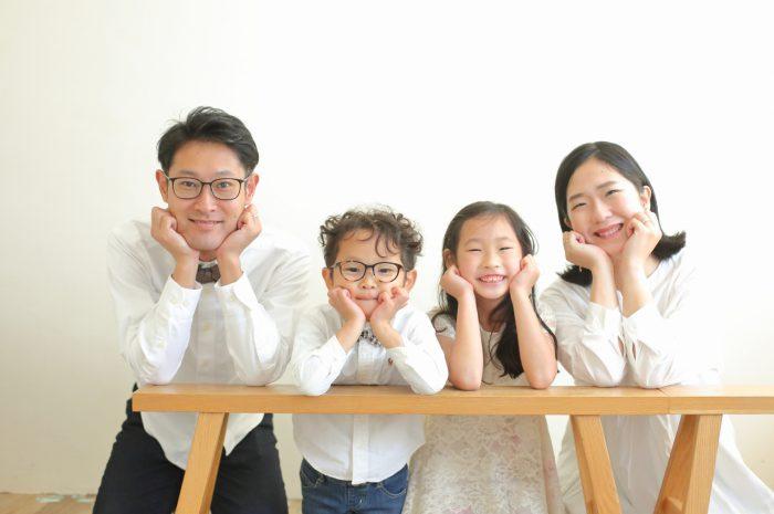 結婚10周年記念,家族写真撮影,みんなで頬杖