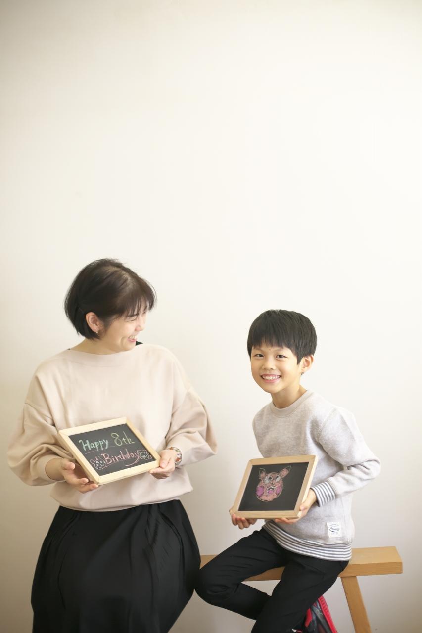 8歳男の子記念撮影,スタジオ,渋谷スタジオ,富ヶ谷スタジオ,8歳誕生日記念,お絵かき