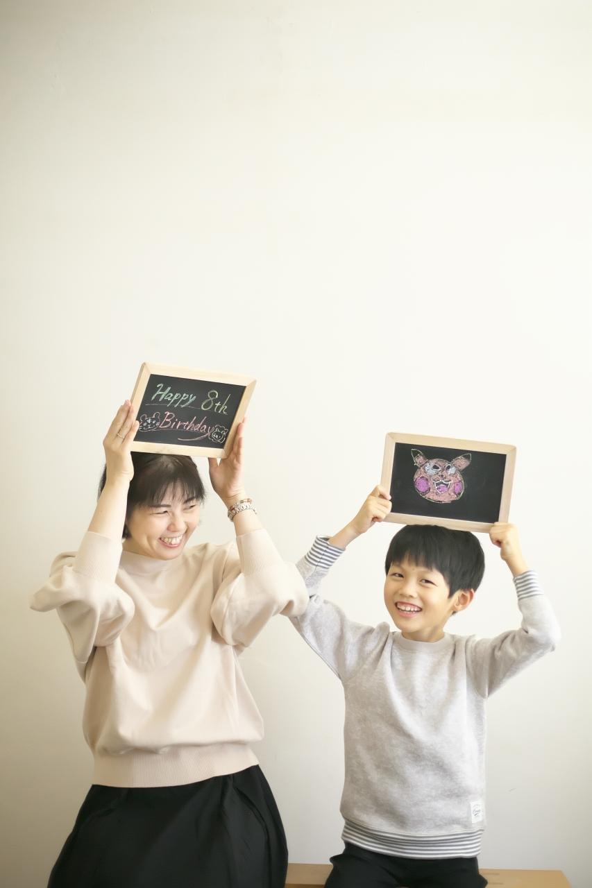 8歳男の子記念撮影,スタジオ,渋谷スタジオ,富ヶ谷スタジオ,8歳誕生日記念,黒板