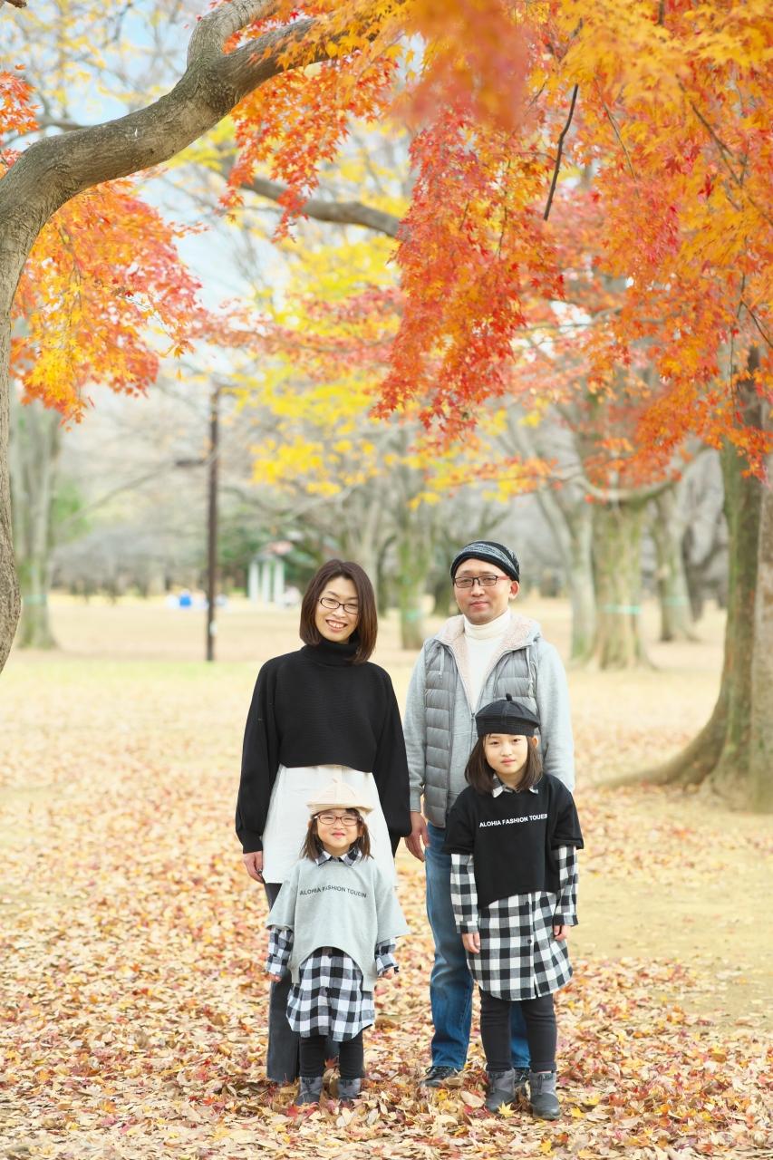 秋の家族写真,ロケーションフォト,ロケフォト,4人家族,眼鏡が可愛い,姉妹