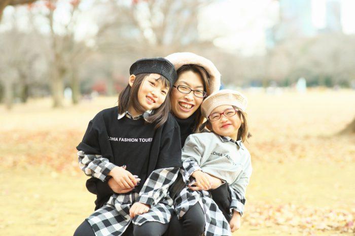 秋の家族写真,ロケーションフォト,フェルト帽コーデ,ママと