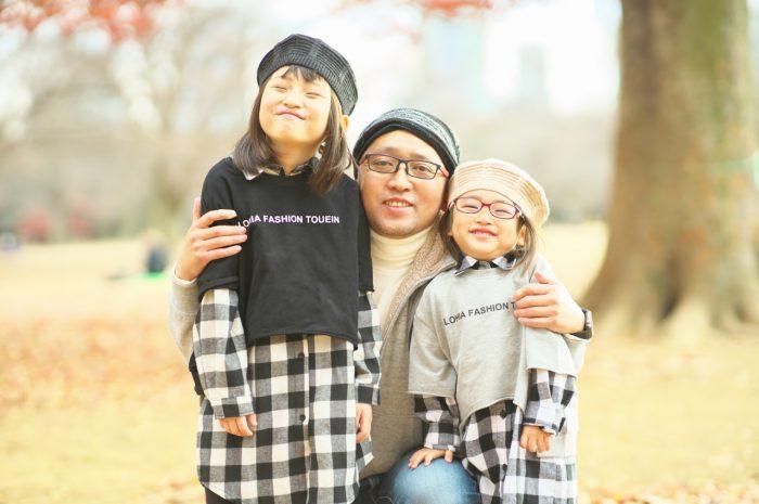 秋の家族写真,ロケーションフォト,フェルト帽コーデ,パパと一緒