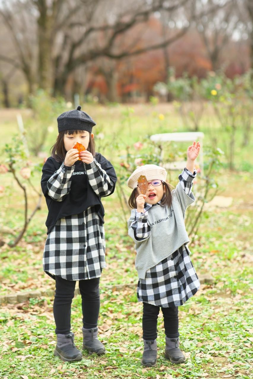 秋の家族写真,ロケーションフォト,ロケフォト,落ち葉