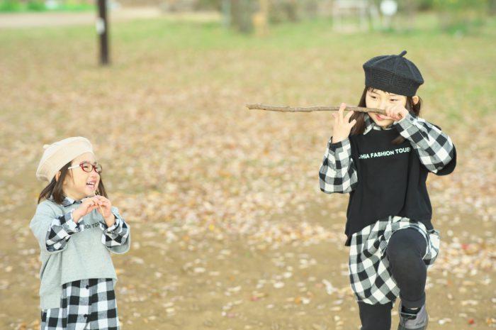 秋の家族写真,ロケーションフォト,ロケフォト,4人家族,眼鏡が可愛い,仲良し家族,姉妹写真