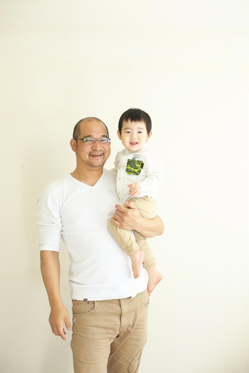 2歳男の子記念写真,パパと一緒
