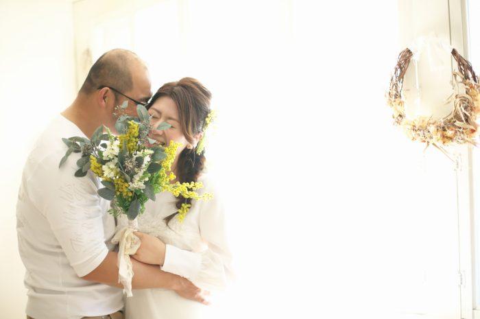 カジュアルフォトウエディング,子供と一緒に結婚写真撮影,ミモザブーケ
