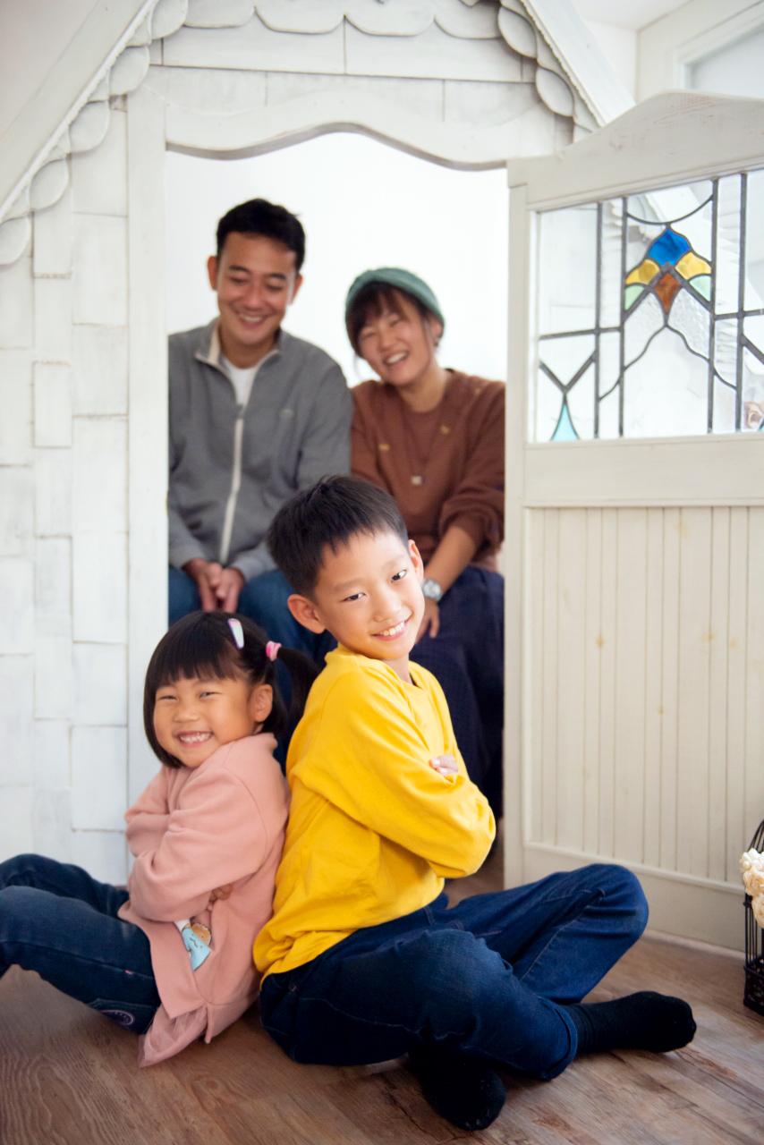 家族写真撮影,渋谷スタジオ,背中合わせ